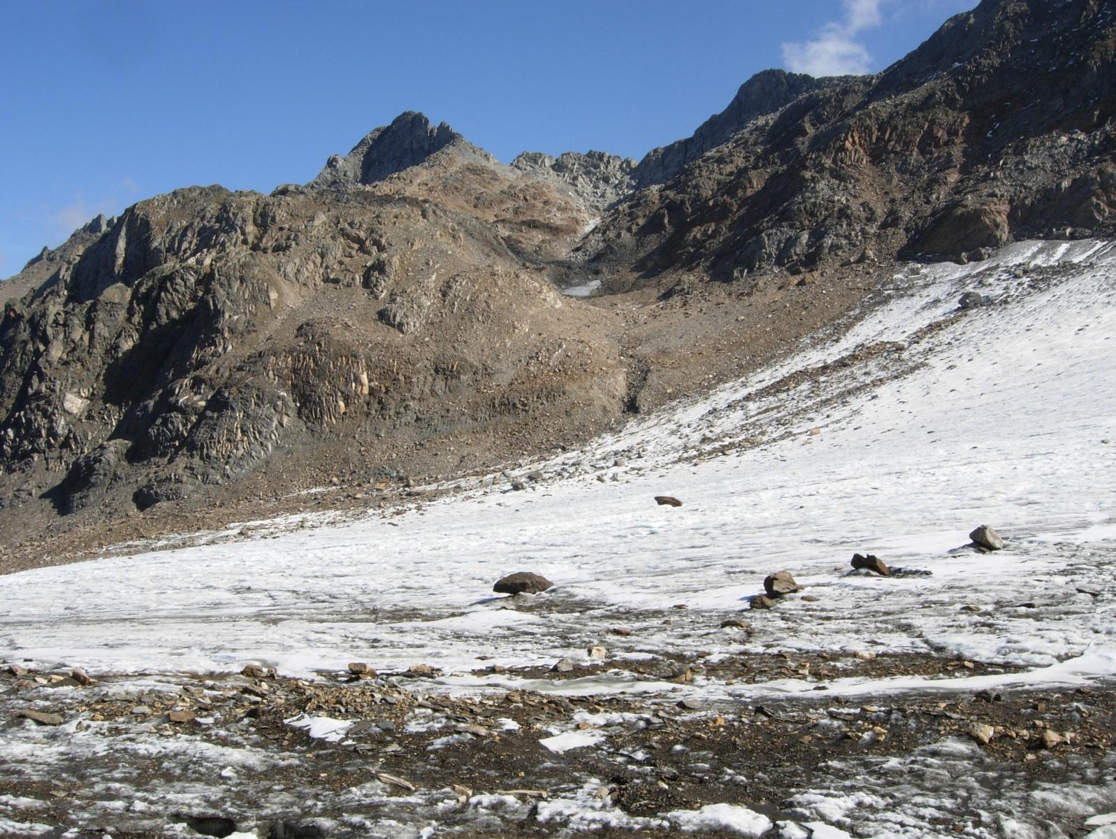 Vista del ghiacciaio verso la Cima di Lago