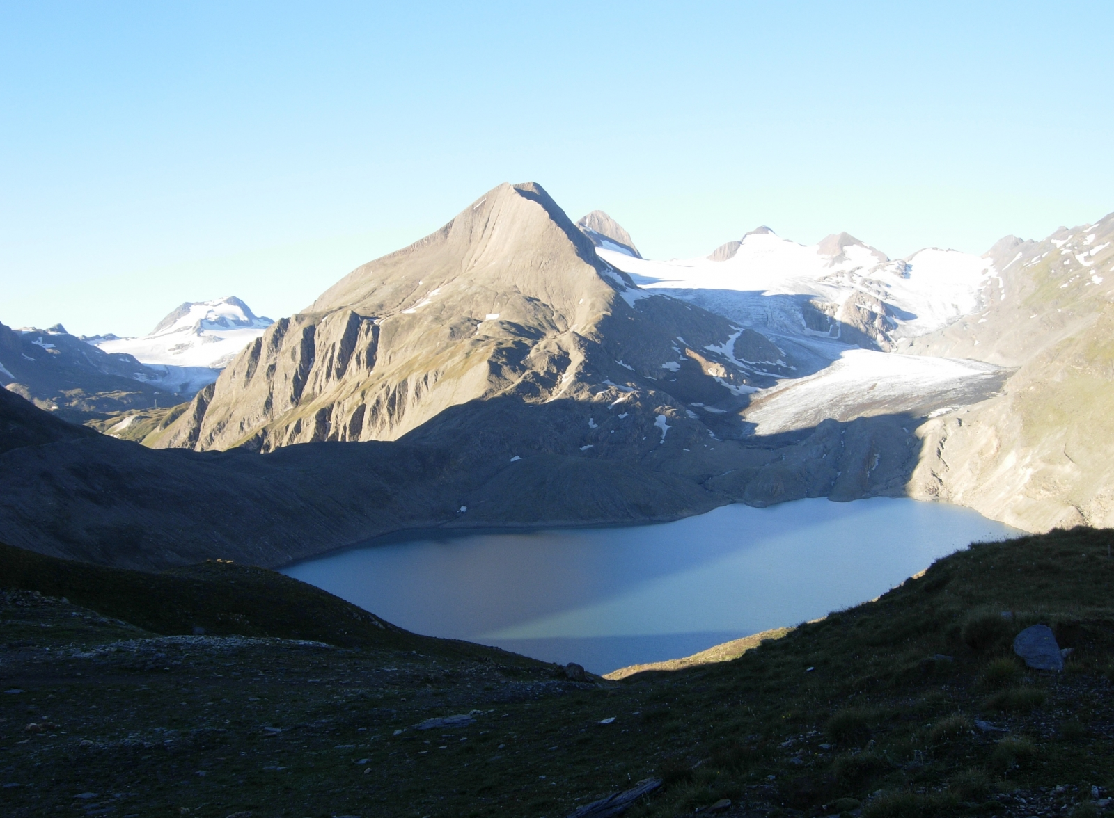Splendida vista sul lago ed il Ghiacciaio del Gries