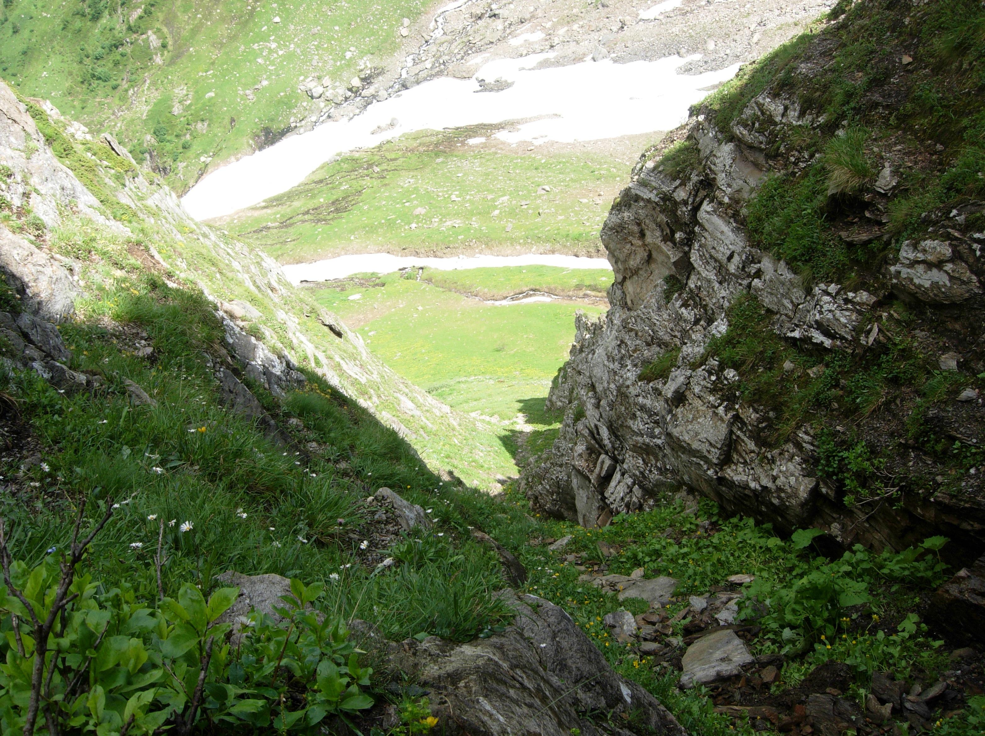 Vista verso il basso dalla fessura...scendere è stato piùttosto impegnativo senza nè corda nè ramponi...