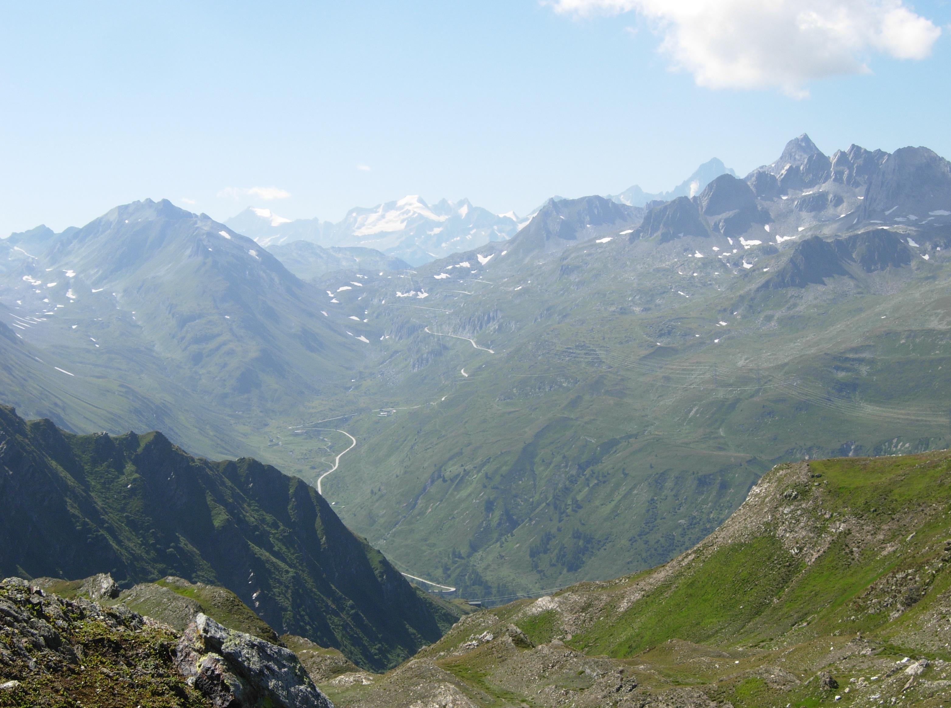 Splendida vista sul Passo della Nufenen dal Poncione di Val Piana