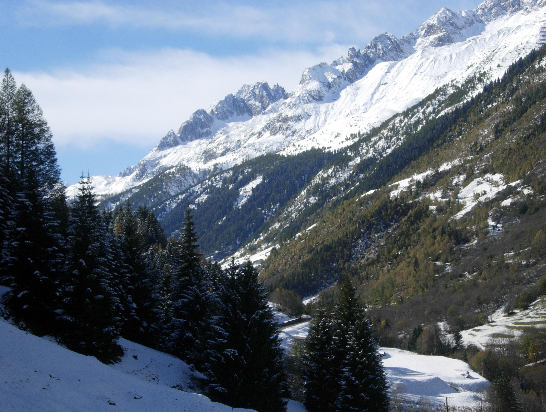 Magnifica visione della Val Bedretto spolverata dalla prima neve