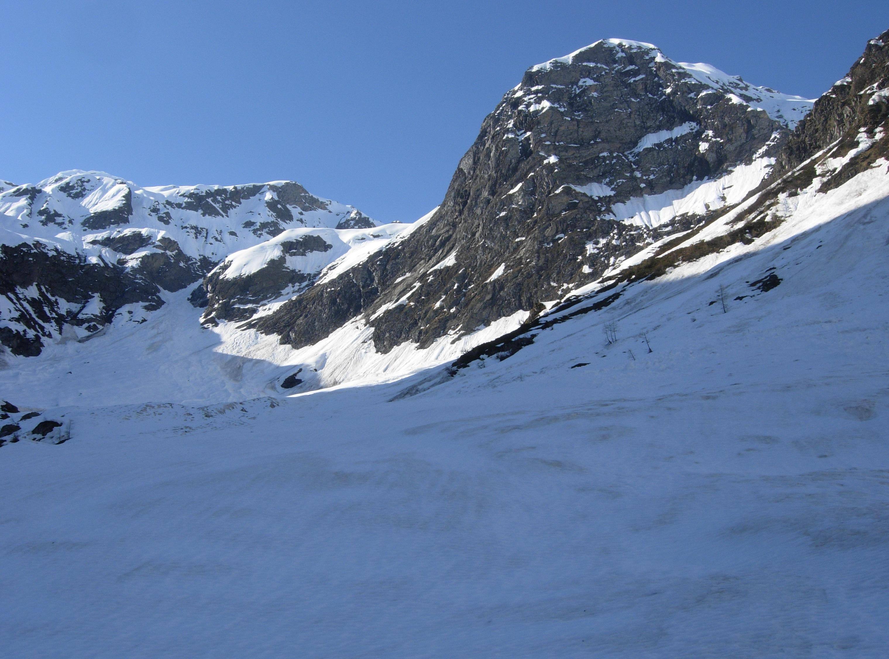 Splendida vista verso il centro della valle ancora innevata