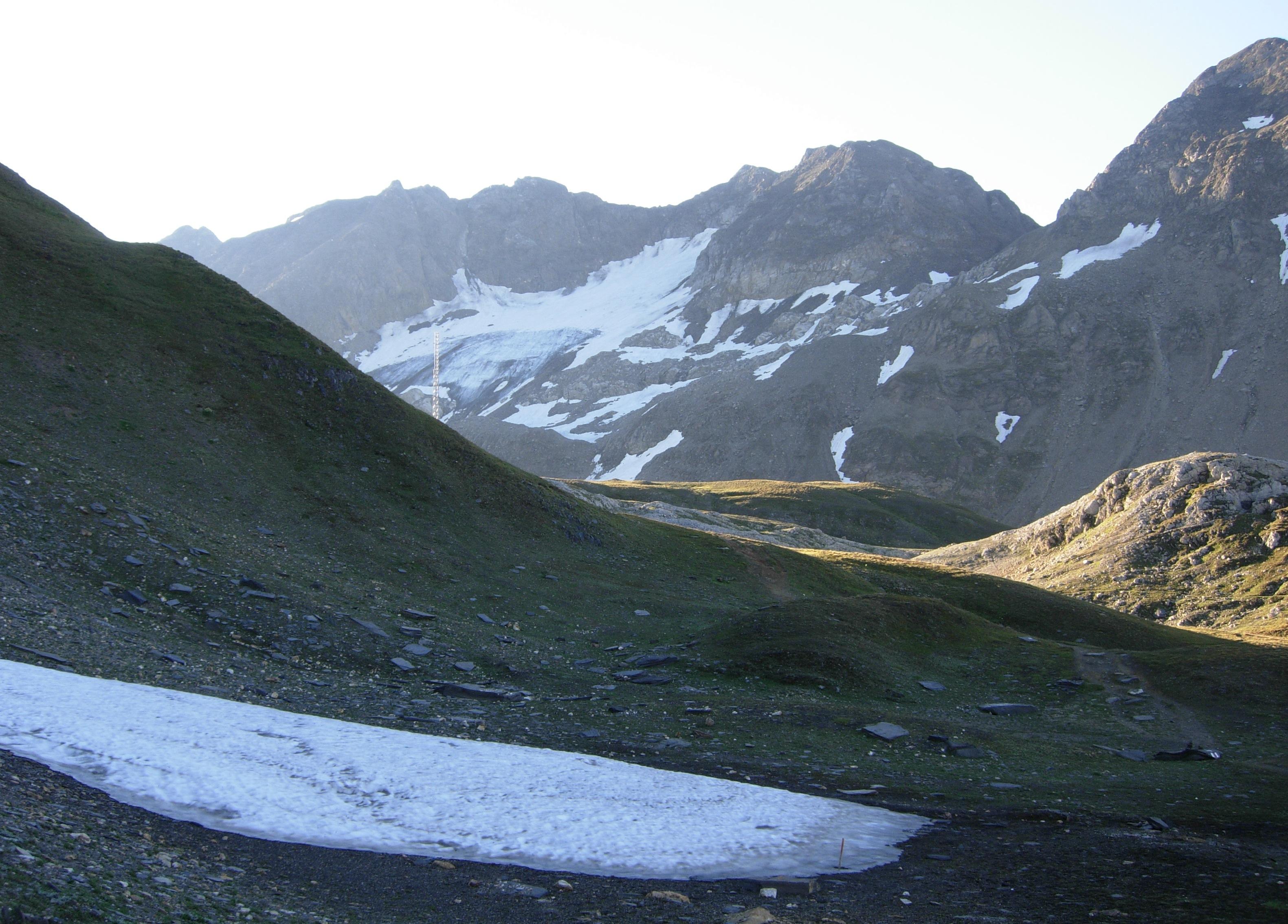 Ghiacciao del Corno, a sinistra si estende la Val Corno