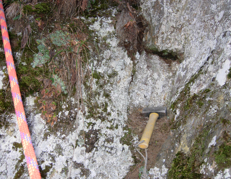 Ecco come si presentava la piccola fessura al momento della scoperta