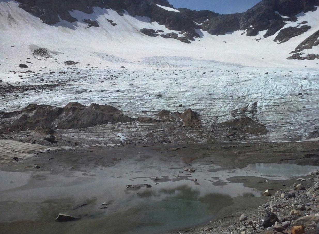 Il Ghiacciaio del Valleggia ancora quasi del tutto coperto dalla neve