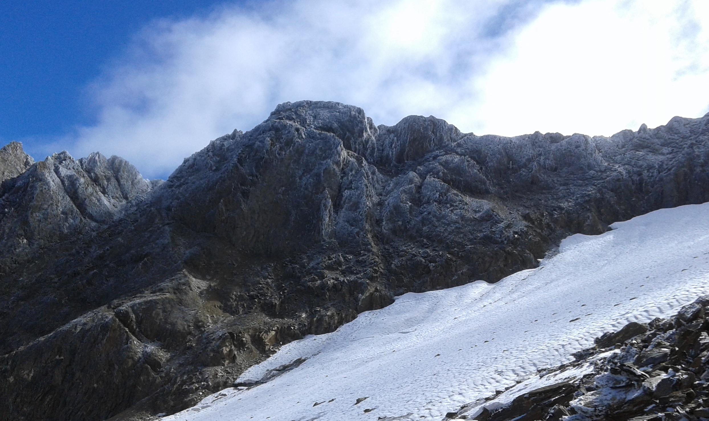 nebbia ghiacciata depositata sulla roccia...